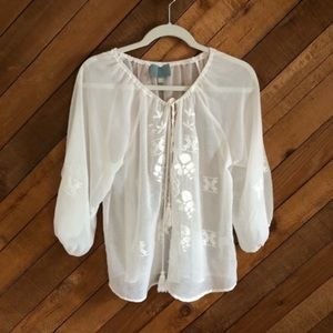 Skies are Blue sheer embroidered peasant top sz S